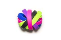 Резиновые браслеты Носка браслета моды силикона круглая социальная Белая предпосылка Стоковая Фотография