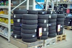 Резиновые колеса для продажи в магазине Стоковое Изображение RF