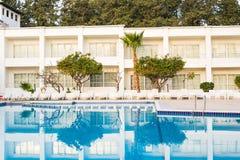 Резиденция с плавательным бассеином стоковые изображения rf