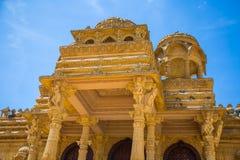 Резное изображение красивое крупного плана экстерьера индусского виска Стоковое фото RF