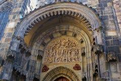 Резное изображение стены Праги на buidlings стоковая фотография