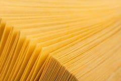 резюмируйте желтый цвет взгляда страниц книги Стоковое Изображение