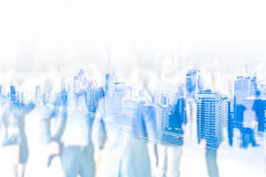 Резюмируйте запачканную толпу бизнесмена и женщину на здании города Стоковое фото RF