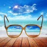 резюмируйте назад заход солнца лета весны моря песка океана красивейшего голубого cloudscape предпосылки золотистый золотистый пе Стоковая Фотография RF