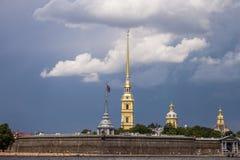 река ландшафта kremlin города отраженное ночой крепость Стоковая Фотография RF