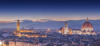 Река Арно и Ponte Vecchio на заходе солнца, Флоренсе Стоковое Изображение