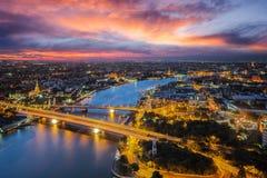 Река Бангкока с временем захода солнца от верхней части крыши высокого здания Стоковые Изображения RF