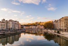 Река бежать через город в Франции Стоковое фото RF