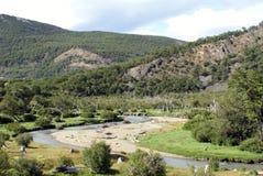 Река бежать через национальный парк Огненной Земли Стоковые Изображения RF