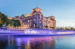 Река Берлина Reichstag и оживления Стоковая Фотография RF