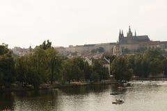 Река Влтавы в Праге от стороны Mala Strana Стоковая Фотография