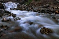 Река водопада в Himachal Pradesh Индии стоковое изображение rf