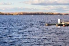 Река Волга в самаре Город бывший Куйбышев, секста - самый большой город в России Стоковые Изображения