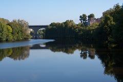 Река Вьенны в Лиможе, Франции Стоковые Изображения RF
