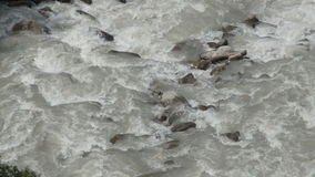 Река в взгляд сверху гор видеоматериал