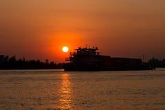 Река в заходе солнца стоковая фотография rf