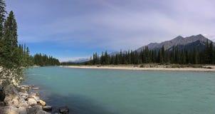 Река в канадских скалистых горах - национальный парк Kootenay стоковые изображения
