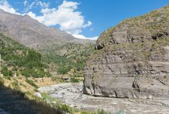 Река в каньоне Maipo, каньон Maipo расположенный в Андах стоковая фотография