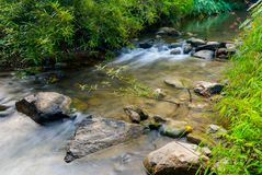 Река в ландшафте национального парка Na Lai Sri Sat Cha, Sukhothai, Таиланд Стоковые Фото