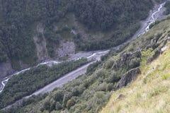 Река в промоине гор глубокой стоковые изображения