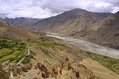 Река в пустыне горы большой возвышенности долины Spiti в Гималаях Стоковая Фотография