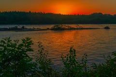 Река в сумерк перед рассветом с toplyaky Стоковые Изображения RF