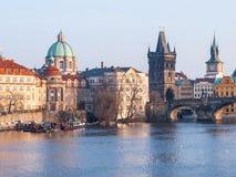 Река Влтавы и башни старого городка в Праге Стоковое Изображение RF