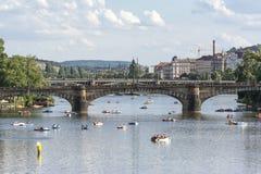 Река Влтавы и мост легиона, Прага, чехия Стоковые Фото