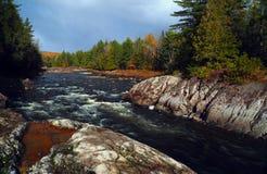 Река горы во времени осени Стоковое фото RF