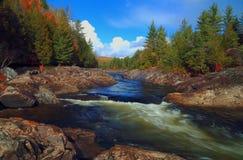 Река горы во времени осени Стоковая Фотография
