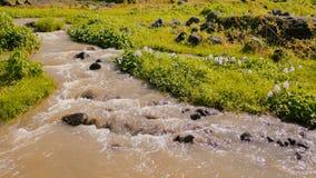 Река горы вулканическое возникая от вулкана Mayon Legazpi philippines Стрельба в движении стоковые изображения rf