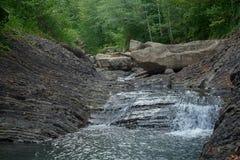 Река горы в каменной кровати Стоковое Фото