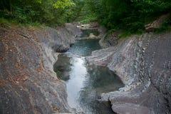Река горы в каменной кровати Стоковые Фото