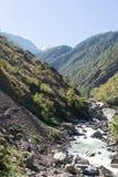 Река горы в Непале Гималаях Стоковая Фотография