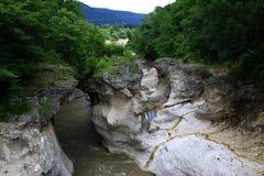 Река горы в ущелье Стоковые Фотографии RF