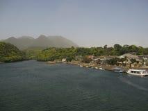 Река, горы и деревня Стоковая Фотография RF