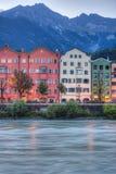 Река гостиницы на своем пути через Инсбрук, Австрию Стоковая Фотография