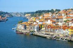 Река Дуэро и старый городок Порту, Португалии стоковые фотографии rf