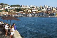 Река Дуэро и Vila Нова de Gaia, в Португалии стоковое изображение rf