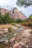 Река девственницы в национальном парке Сиона в Юте стоковые фотографии rf
