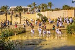 Река Иордан Израиля крещений около Bethany за Джорданом стоковые изображения