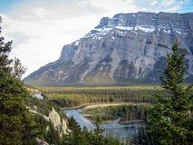 Река и гора в Banff Стоковое фото RF