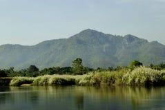 Река и гора Стоковые Изображения RF