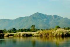 Река и гора Стоковая Фотография