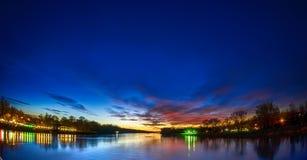 Река и заход солнца Стоковые Изображения RF