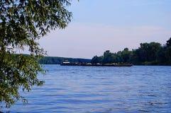 Река и шлюпка Tisa Стоковые Фотографии RF