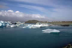 Река и icefloat Jokulsarlon ледниковые на реке Стоковое Фото