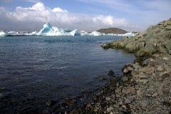 Река и icefloat Jokulsarlon ледниковые на реке Стоковая Фотография RF