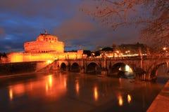 Река крепости и Тибра Анджела Святого в Риме Стоковые Фото