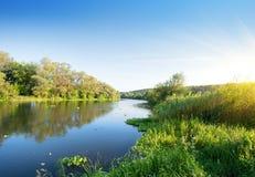 Река лета на заходе солнца стоковое изображение